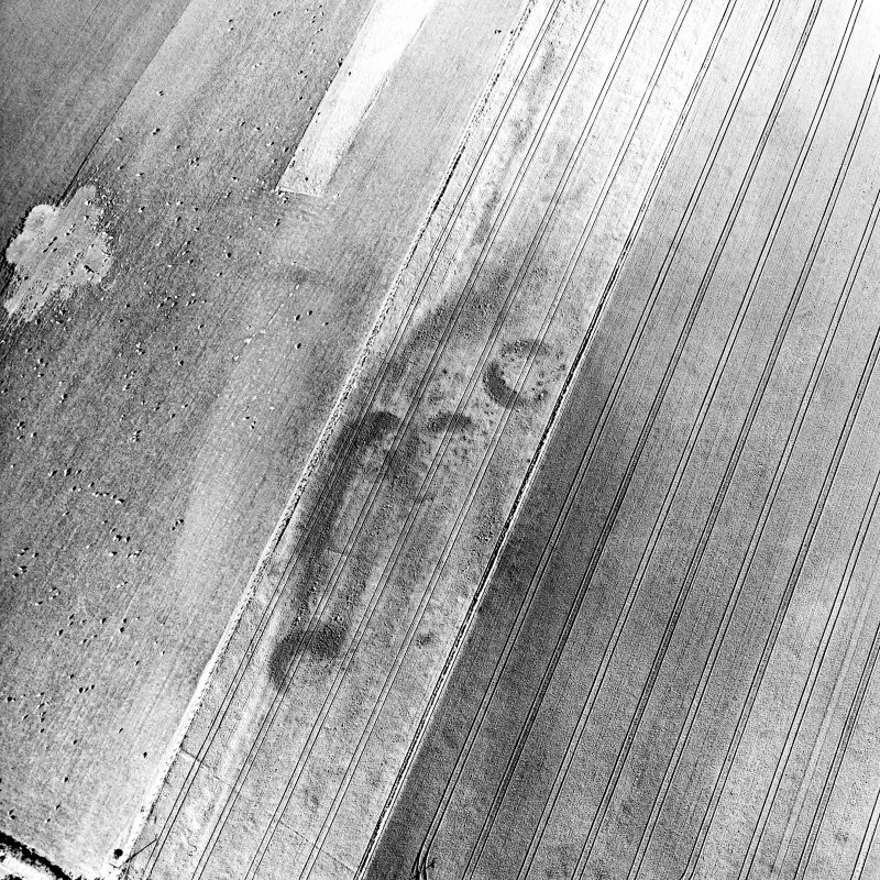 Brackley, oblique aerial view, taken from the SW, centred on the cropmarks of a group of round houses.