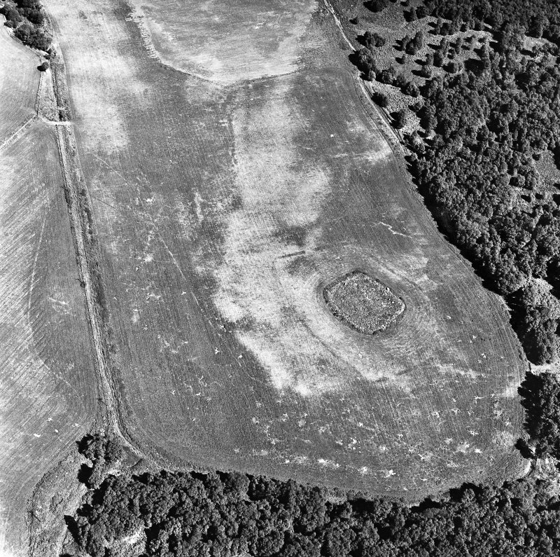 Parc-an-Caipel, Congash, oblique aerial view, taken from the WSW, centred on the remains of a chapel and burial-ground and on the cropmarks of an enclosure.