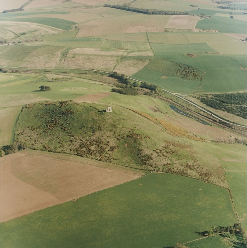 Oblique aerial view centred on the remains of the fort taken from the NW.