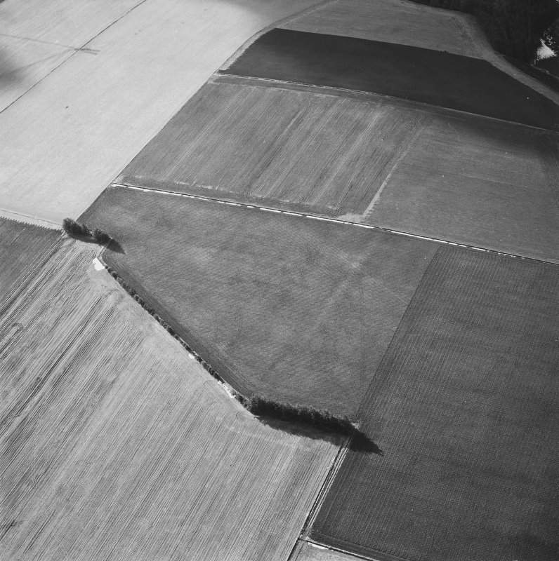 Oblique aerial view centred on the soil marks of the Roman Temporary Camp taken from the ENE.