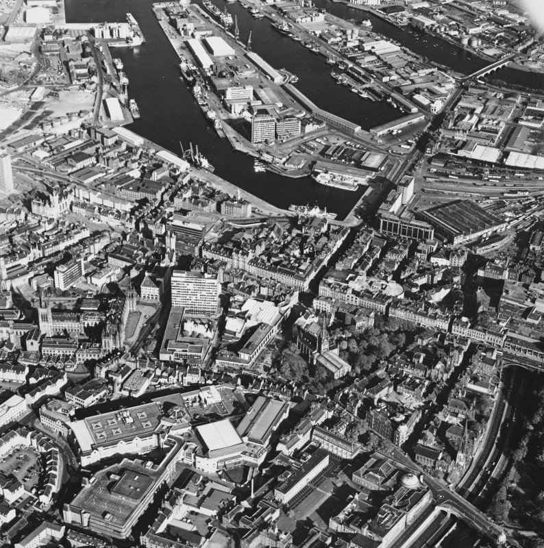 Aberdeen City Centre, oblique aerial view, taken from the NW, centred on St Nicholas' Church, Union Street.