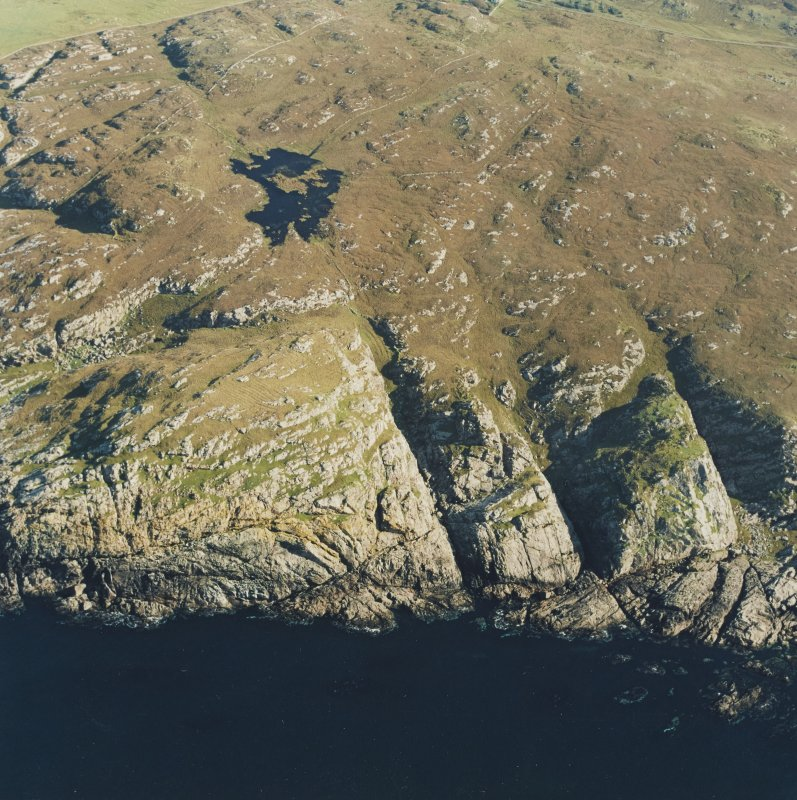 Oblique aerial view of Dun Dubh centred on the remains of a fort, taken from the NW.