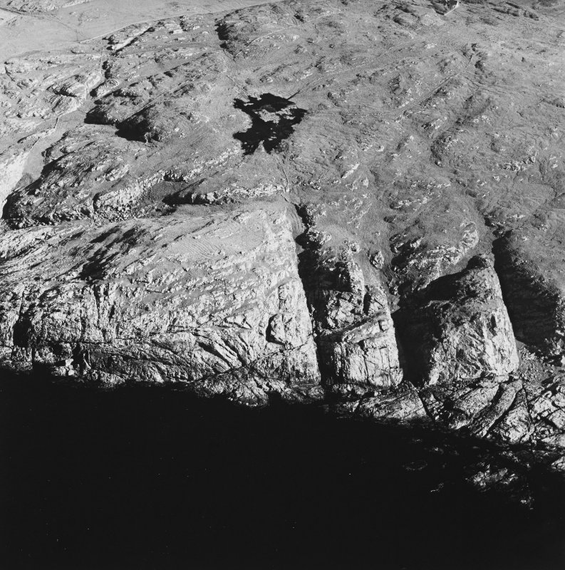 Oblique aerial view of Dun Dubh centred on the remains of a fort, taken from the WNW.