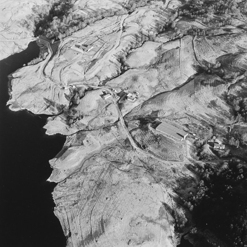 Oblique aerial view of Duart centred on the remains of the township, rig, field-system and head-dyke, taken from the SW.