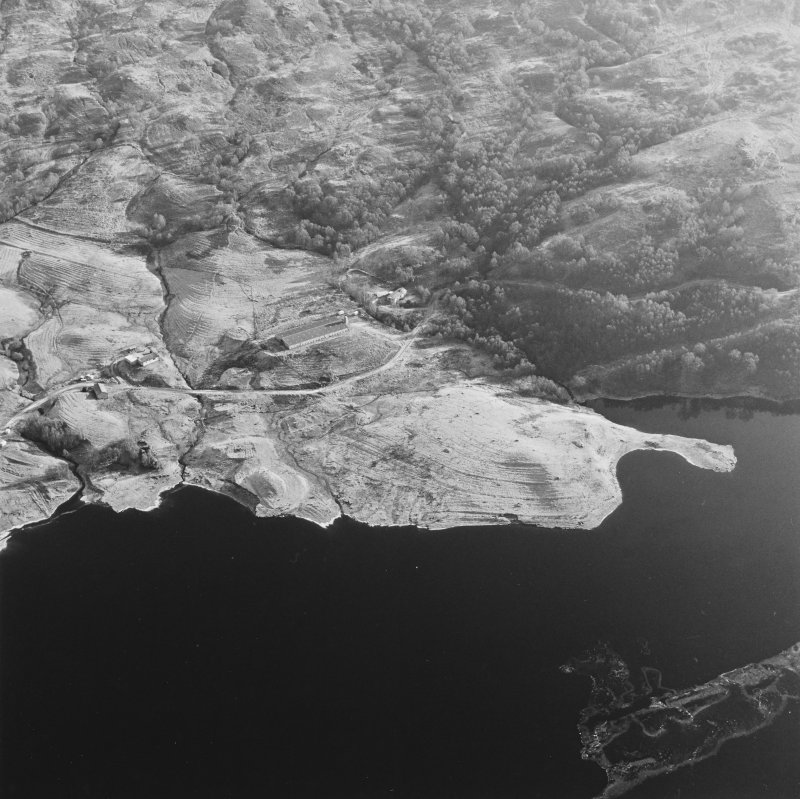 Oblique aerial view of Duart centred on the remains of the township, rig, field-system and head-dyke, taken from the WNW.