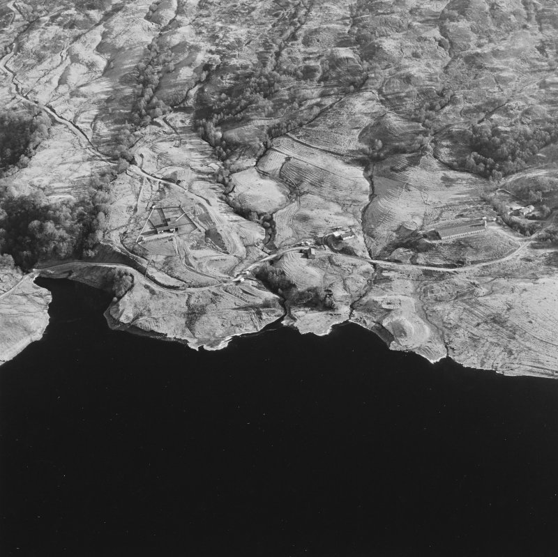 Oblique aerial view of Duart centred on the remains of the township, rig, field-system and head-dyke, taken from the W.