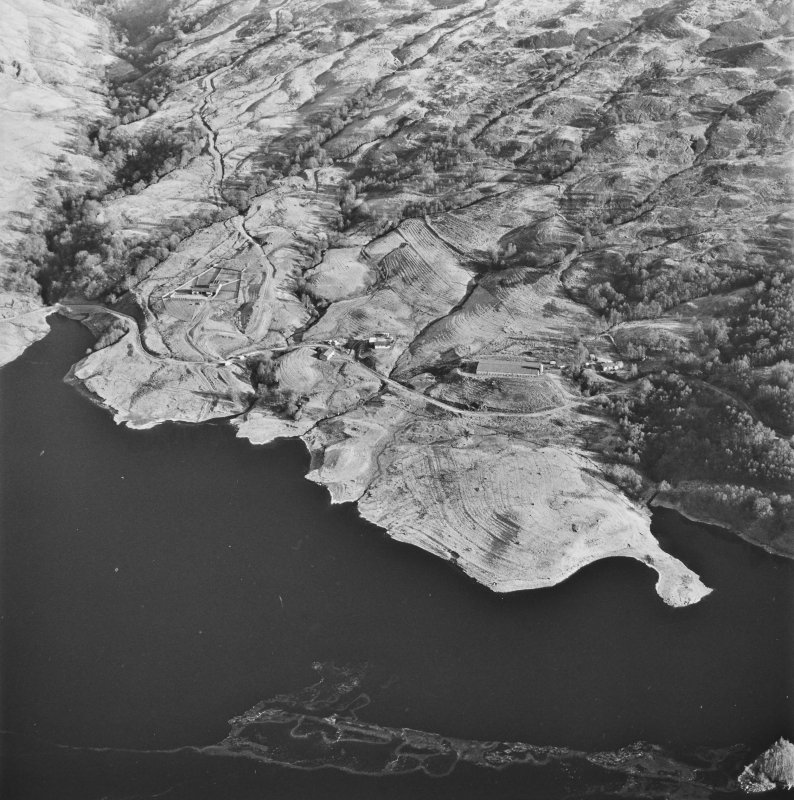 Oblique aerial view of Duart centred on the remains of the township, rig, field-system and head-dyke, taken from the WSW.