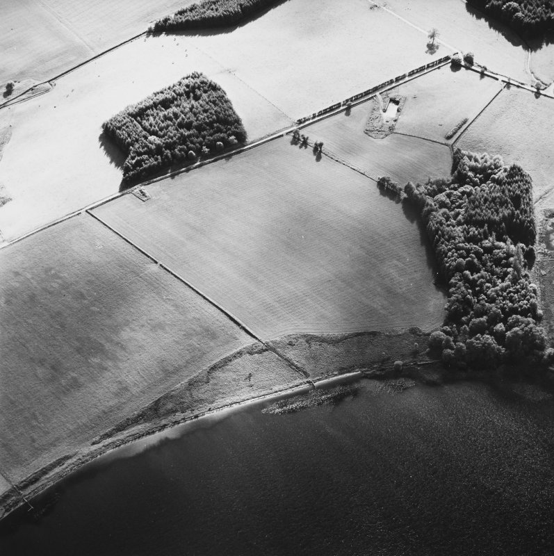 Oblique aerial view centred on the faint cropmarks of the platform of the Roman Fort, taken from the NE.