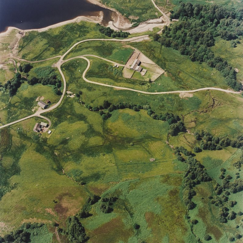 Oblique aerial view centred on the remains of the field-system, rig and head-dyke, taken from the SE.