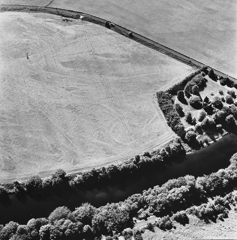Comrie Castle, oblique aerial view, taken from the NE, centred on cropmarks including those of an enclosure. Comrie Castle is visible in the centre right of the photograph.