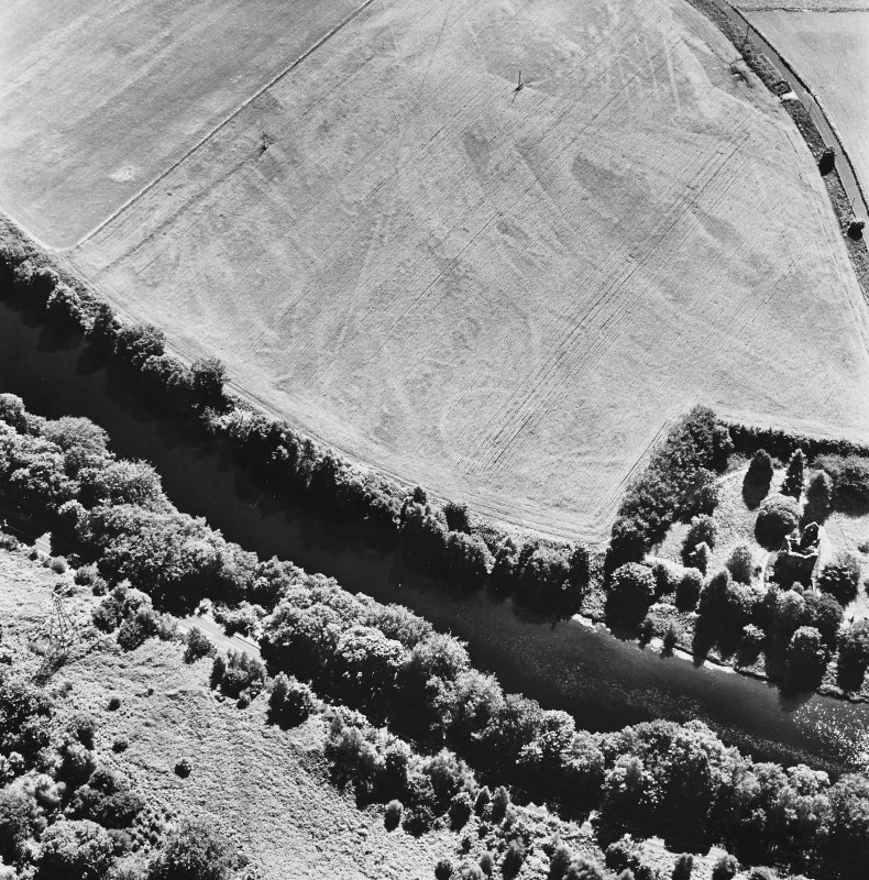 Comrie Castle, oblique aerial view, taken from the N, centred on cropmarks including those of an enclosure. Comrie Castle is visible in the centre right of the photograph.