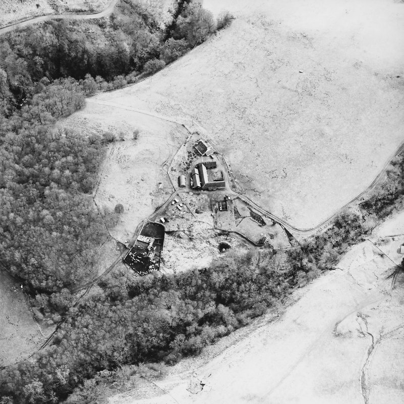 Oblique aerial view centred on the farmstead and the remains of the township, taken from the NW.