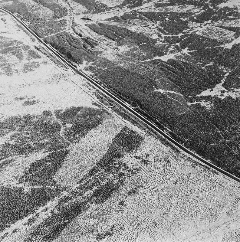 Oblique aerial view of Sheriff Muir centred on trackways, gun-emplacements, bunkers and trenches, taken from the WSW.