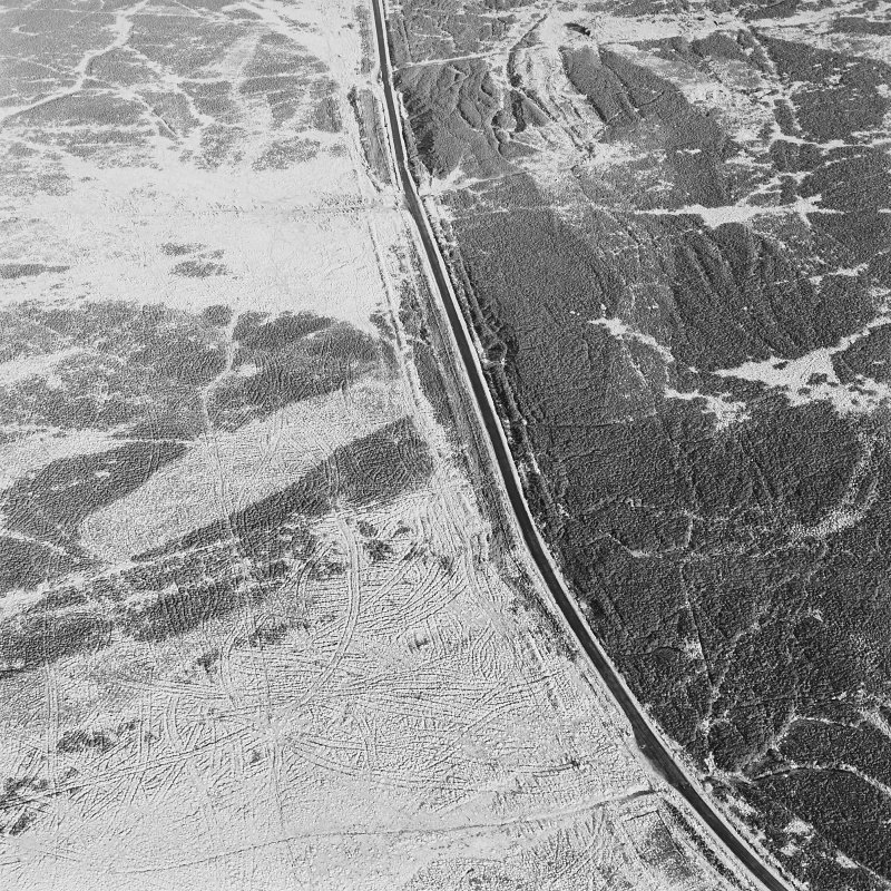 Oblique aerial view of Sheriff Muir centred on trackways, gun-emplacements, bunkers and trenches, taken from the SSW.