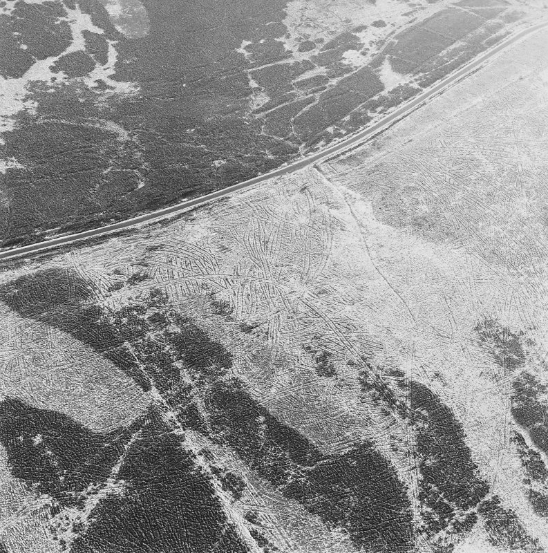 Oblique aerial view of Sheriff Muir centred on trackways, gun-emplacements, bunkers and trenches, taken from the NW.