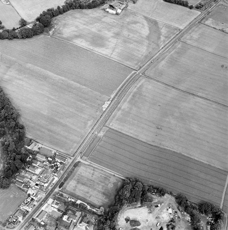 Oblique aerial view of Huntingtower and Huntingtower Mains centred on the cropmarks of a Roman road, enclosure, pit-circle, pits and various linear cropmarks and miscellaneous cropmarks, taken from the SW.
