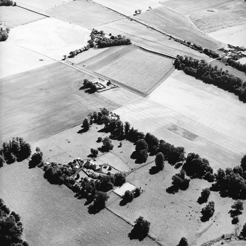 Oblique aerial view centred on the cropmarks of the Roman Fortress, taken from the WNW.
