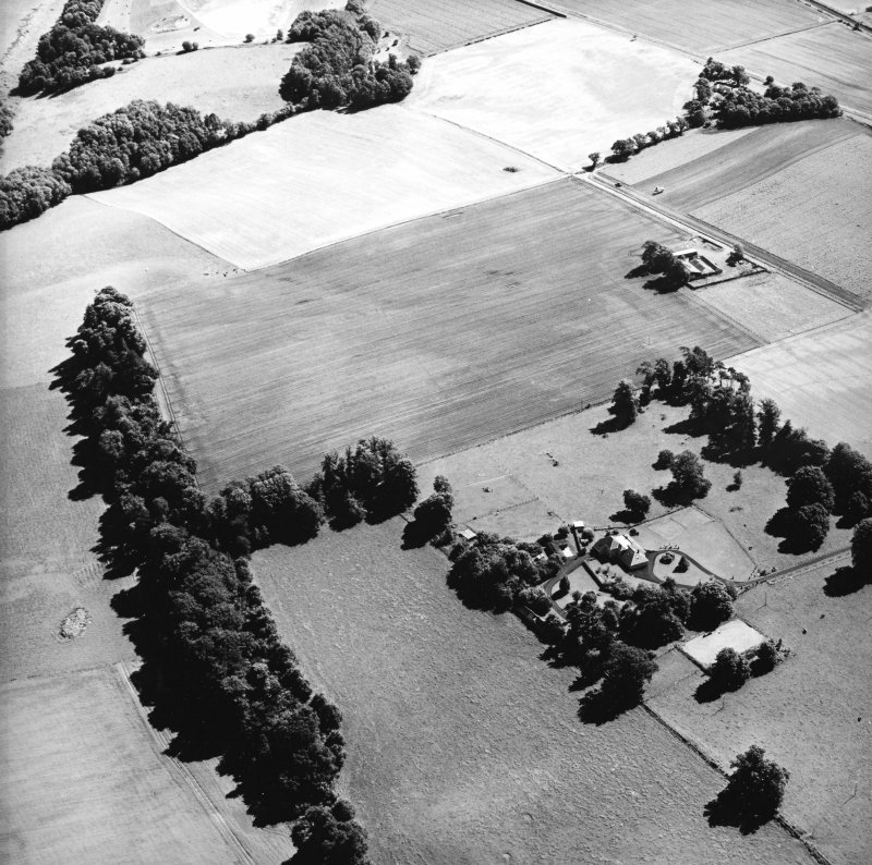 Oblique aerial view centred on the cropmarks of the Roman Fortress, taken from the WSW.