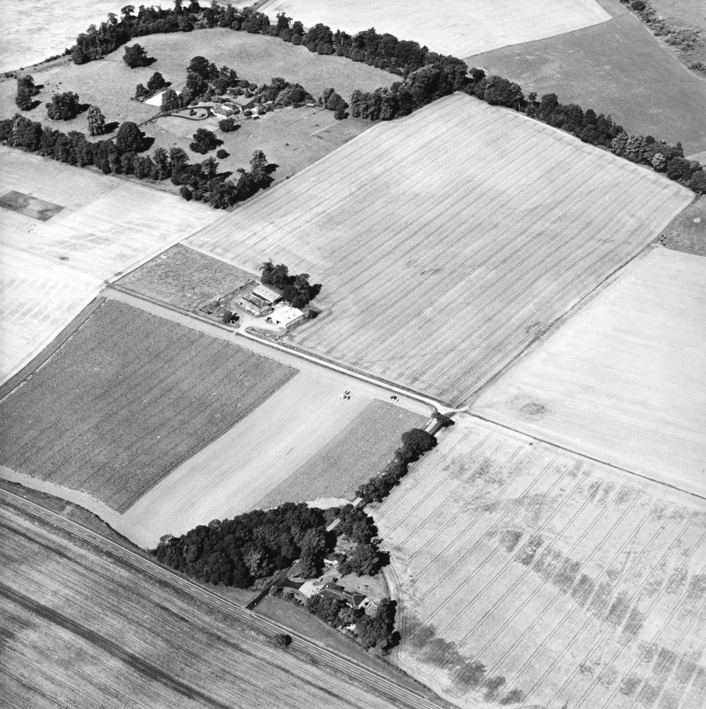 Oblique aerial view centred on the cropmarks of the Roman Fortress, taken from the SE.
