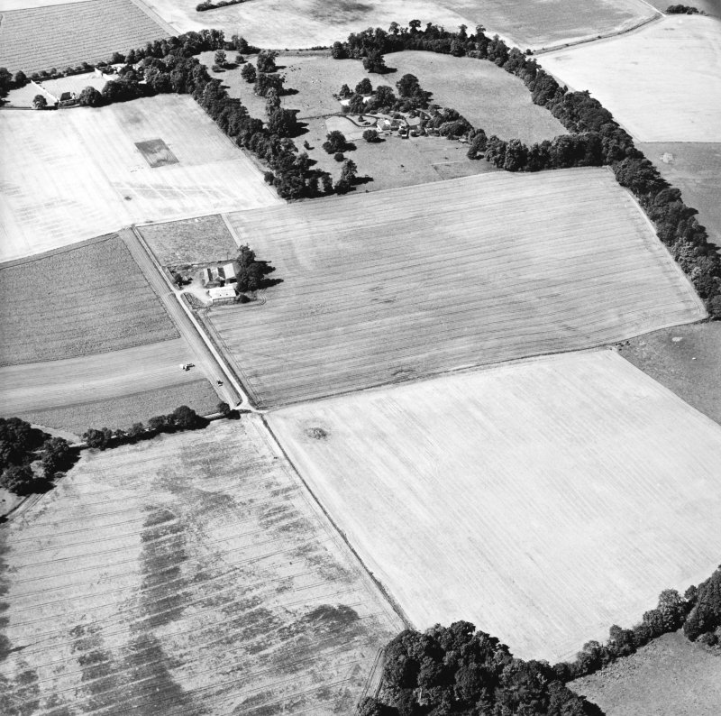 Oblique aerial view centred on the cropmarks of the Roman Fortress, taken from the E.