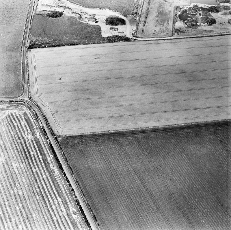 Oblique aerial view centred on the cropmarks of the NE terminal of a pit-defined cursus with ring-ditches, pits and cropmarks adjacent, taken from the S.
