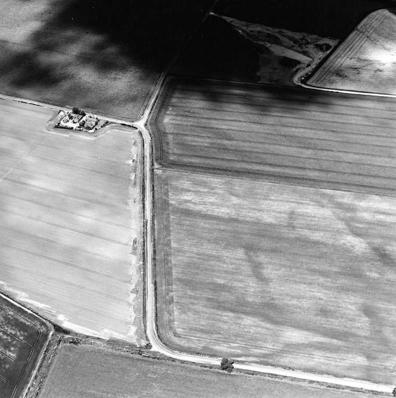 Oblique aerial view centred on the cropmarks of the pit-defined cursus with enclosure and possible barrow adjacent, taken from the SSE.