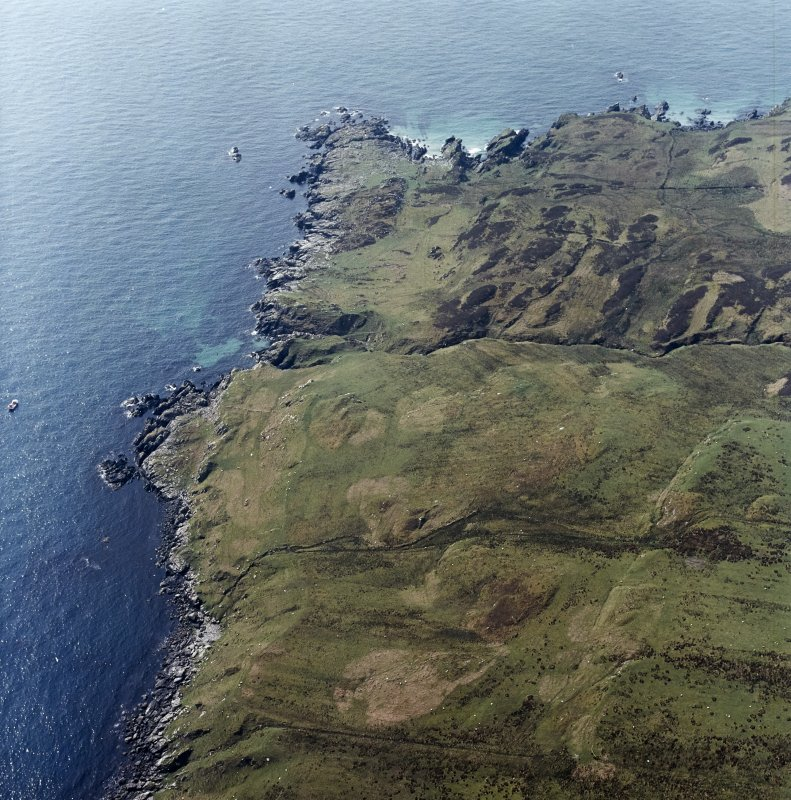 Oblique aerial view centred on the remains of the field-system and lazy-beds, taken from the NNE.