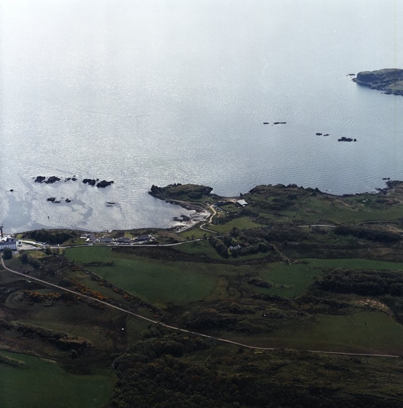 General oblique aerial view centred on the remains of the fort, taken from the NNW.