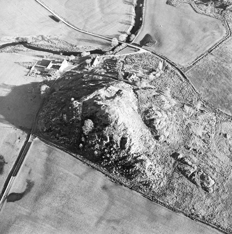 Oblique aerial view centred on the remains of the fort with the farmstead adjacent, taken from the W.