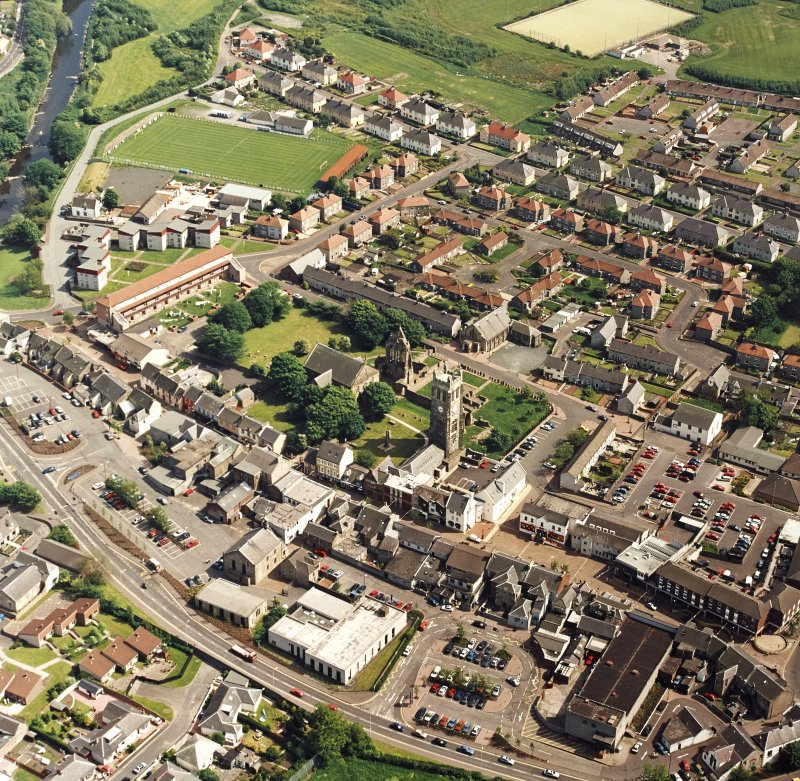 Oblique aerial view of Kilwinning, centred on Kilwinning Abbey, taken from the NW.
