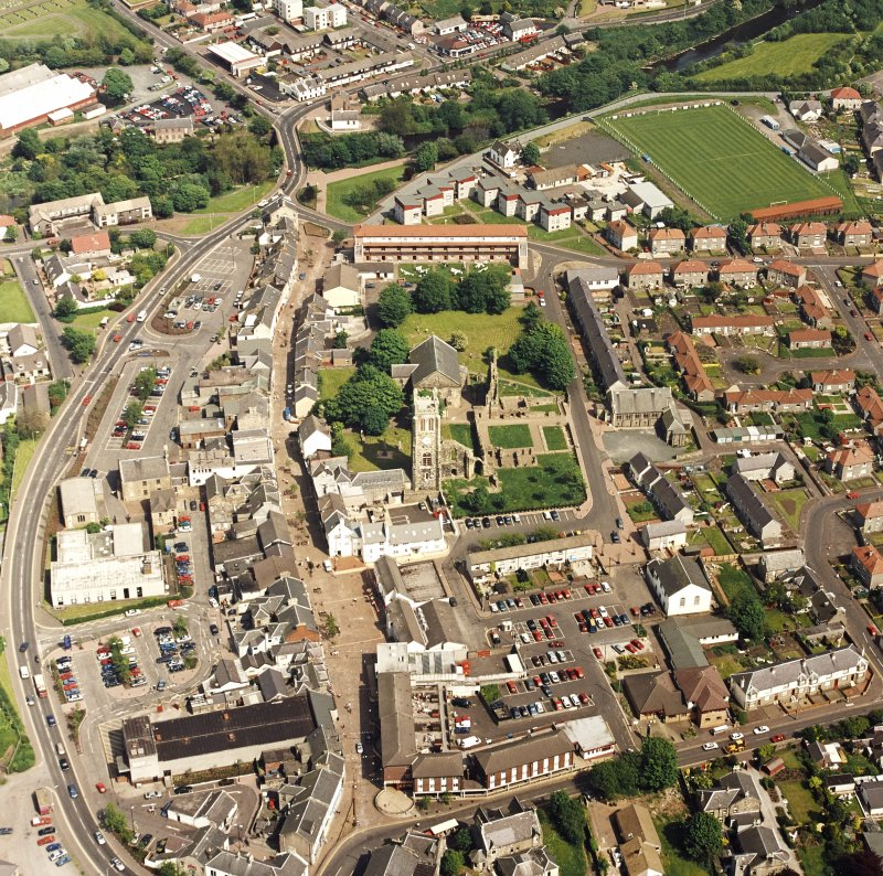 Oblique aerial view of Kilwinning, centred on Kilwinning Abbey, taken from the W.