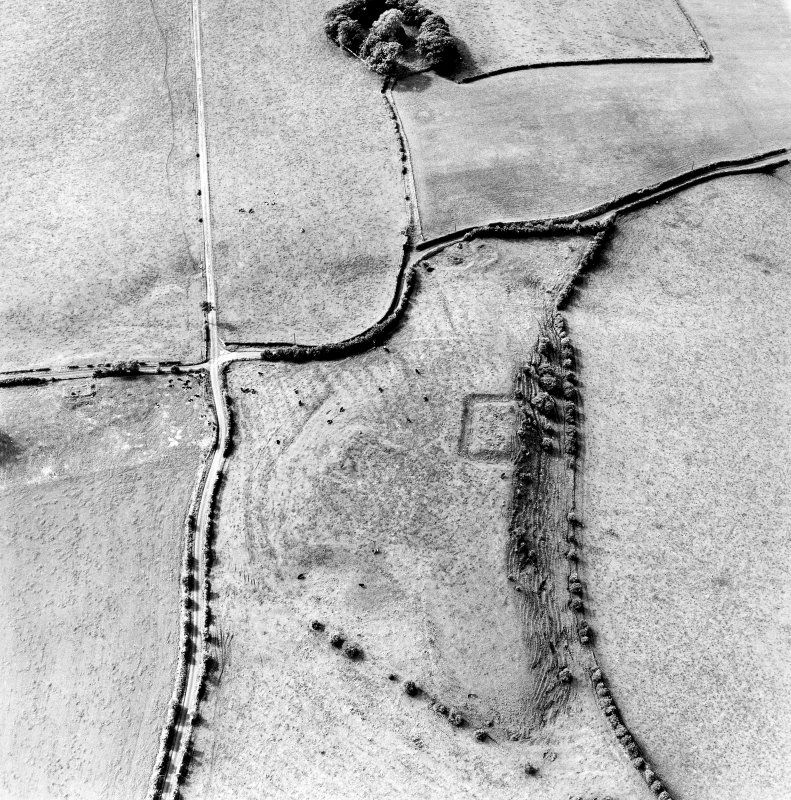 Oblique aerial view centred on the remains of the homestead moat, quarry and rig, taken from the NE.
