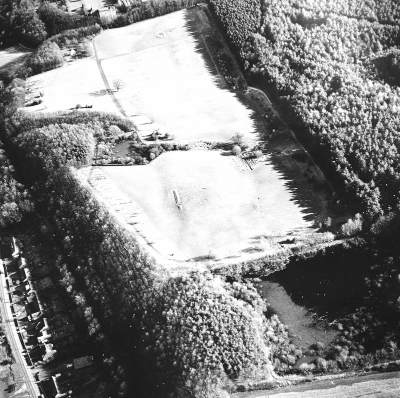 Kinneil Roman Fortlet, oblique aerial view, taken from the W.