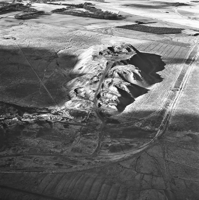 Tarbrax Shale-Oil Works and Viewfield Shale Pit, oblique aerial view, taken from the E, showing the massive bing of the shale-oil mine in the centre of the photograph, between a tramway, on the left, and the Tarbrax Branch of the Caledonian Railway on the right. Viewfield shale-oil mine is visible in the top right-hand corner.