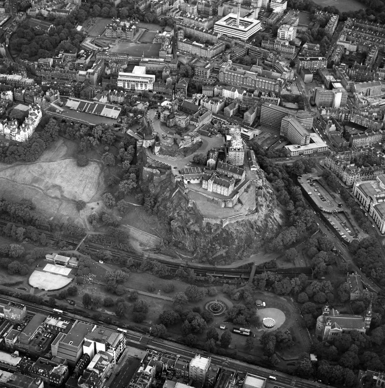 Edinburgh, oblique aerial view taken from the NW, centred on Edinburgh Castle.