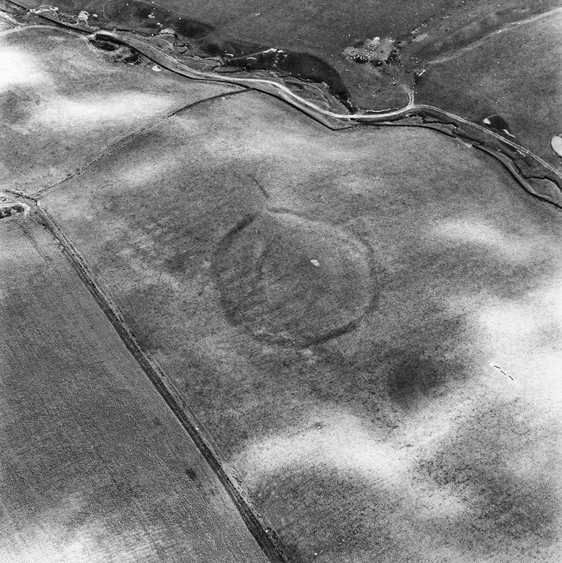 Huntly Burn, oblique aerial view, taken from the WNW, centred on the cropmarks of two settlements, and an area of rig and furrow cultivation.