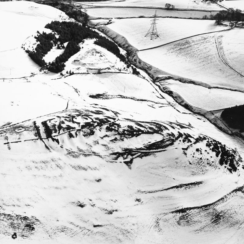 Kirktonhill, oblique aerial view, taken from the NNW, centred on the snow-covered fort.