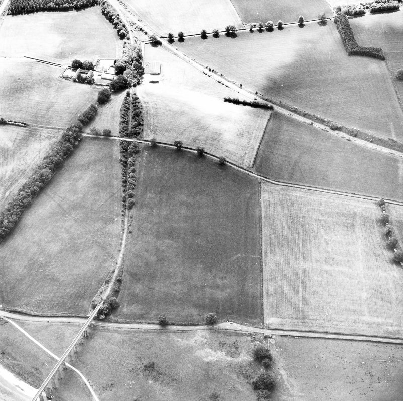 Newstead, Roman fort and temporary camps: air photograph showing Eastern annexe (NT 572 343), annexe (NT 571 343), possible annexe (NT 570 346) and 'Great camp' complex of temporary camps (NT 574 341). Also shows enclosure, pit-alignment and linear feature at Broomhill (NT 5734 3422 and NT 576 343 to NT 577 339)