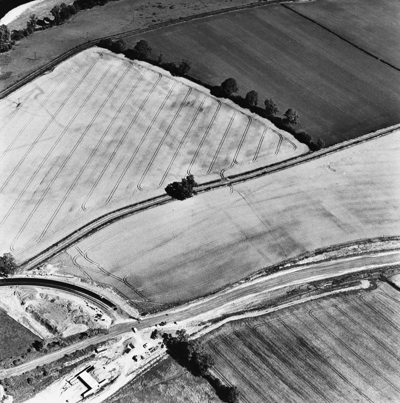 Newstead, oblique aerial view, taken from the SW, centred on the Roman fort and the western and southern annexes. The Newstead by-pass (under construction) is visible in the bottom half of the photograph.
