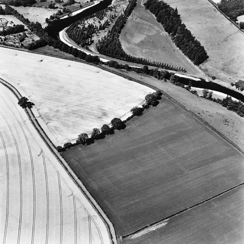 Newstead, oblique aerial view, taken from the SE, centred on the Roman fort and the western and southern annexes.
