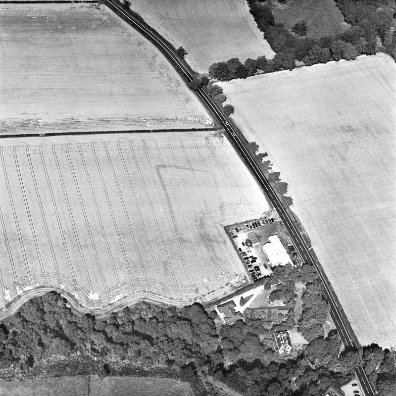 Hawthorndene, oblique aerial view, taken from the SE, centred on the cropmarks of a rectilinear settlement.