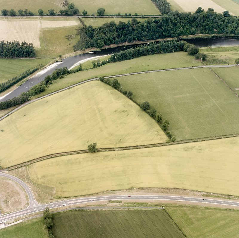 Newstead, oblique aerial view, taken from the S, centred on the Roman fort and western annexe.