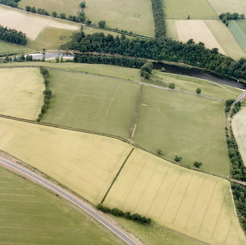 Newstead, oblique aerial view, taken from the SSE, centred on the Roman fort eastern annexe and 'great camps' complex.