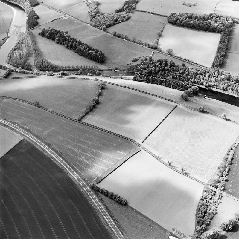 Oblique aerial view centred on the soilmarks of the Roman Fort, taken from the SE.