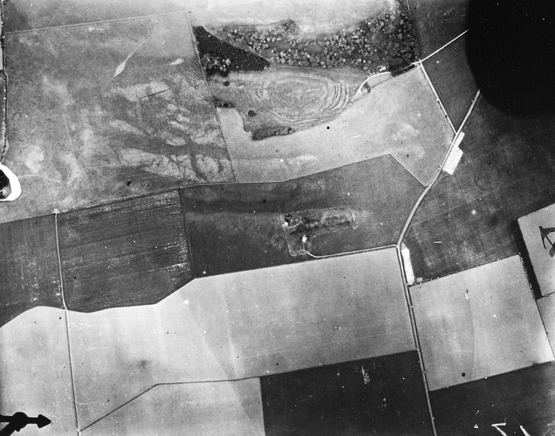 Vertical aerial view of The Chesters, Drem showing the fort, a circular palisaded settlement and the W end of a settlement.