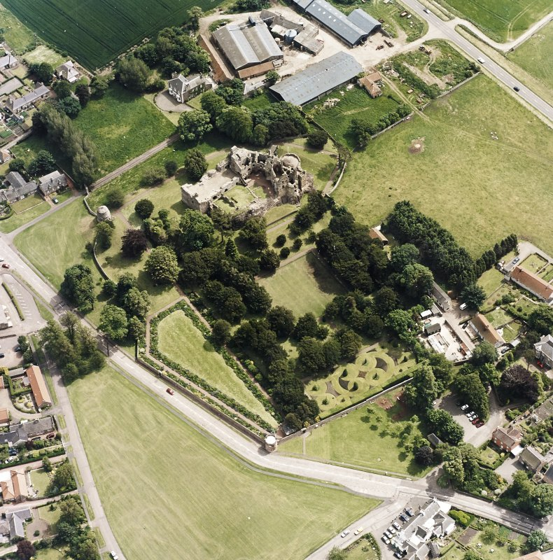 Oblique aerial view centred on the remains of the castle, taken from the NW