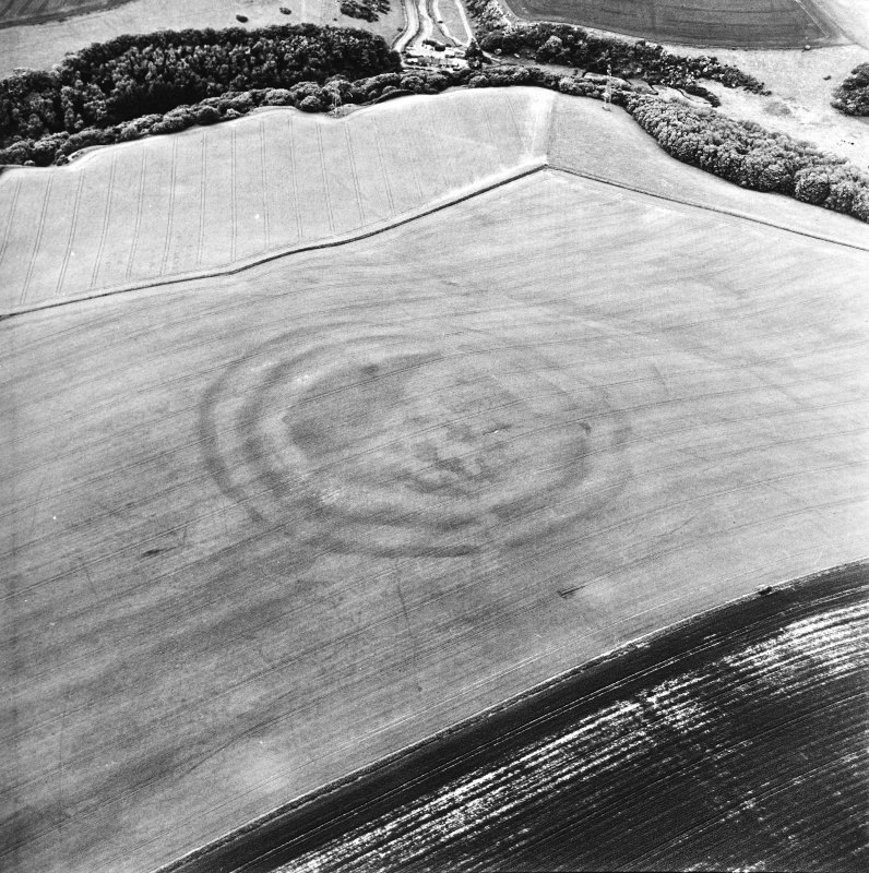 Oblique aerial view centred on the cropmarks of the fort, taken from the WNW.