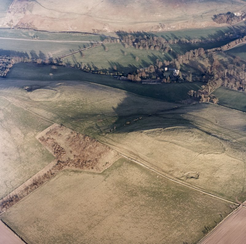 Oblique aerial view centred on the remains of the fort and settlement with fort adjacent, taken from the WNW.