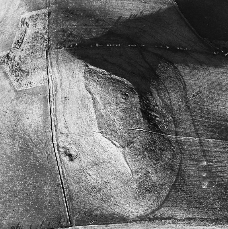 Oblique aerial view centred on the remains of the fort and settlement, taken from the SW.