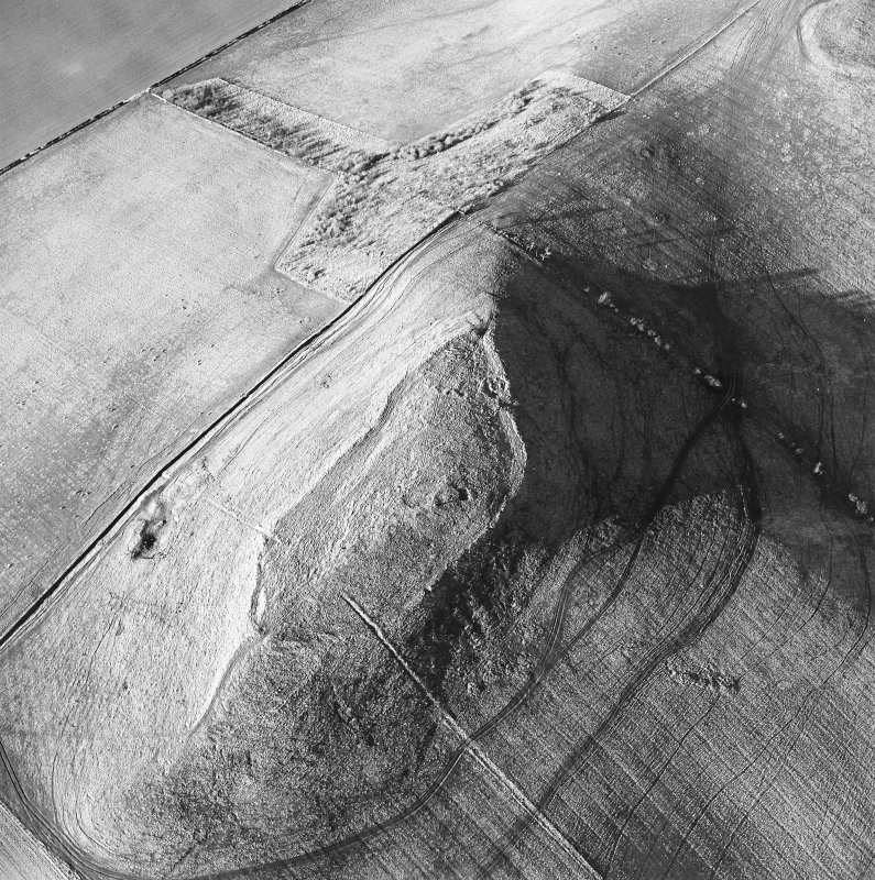 Oblique aerial view centred on the remains of the fort and settlement, taken from the SSW.